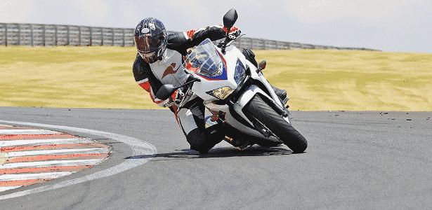 Honda CBR 500R ABS - Divulgação - Divulgação
