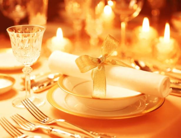 Para um casamento mais ecológico, você pode optar por velas de cera de abelha e guardanapos de pano
