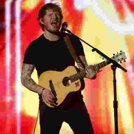 "Ed Sheeran canta a música ""Bloodsteam"", do álbum ""X"",  no Billboard Awards 2015 - Reuters"