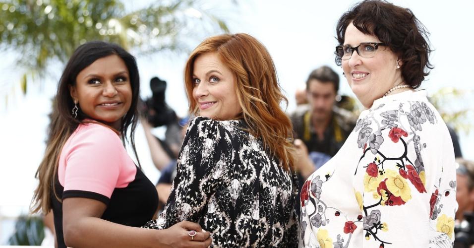 18.mai.2015 - As atrizes Mindy Kaling, Amy Poehler e Phyllis Smith, que dublam personagens na animação