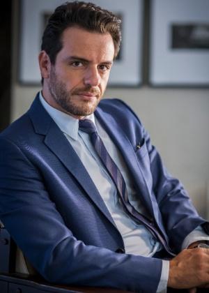 Alexandre (Rodrigo Lombardi) é um empresário do setor têxtil, muito bem-sucedido nos negócios