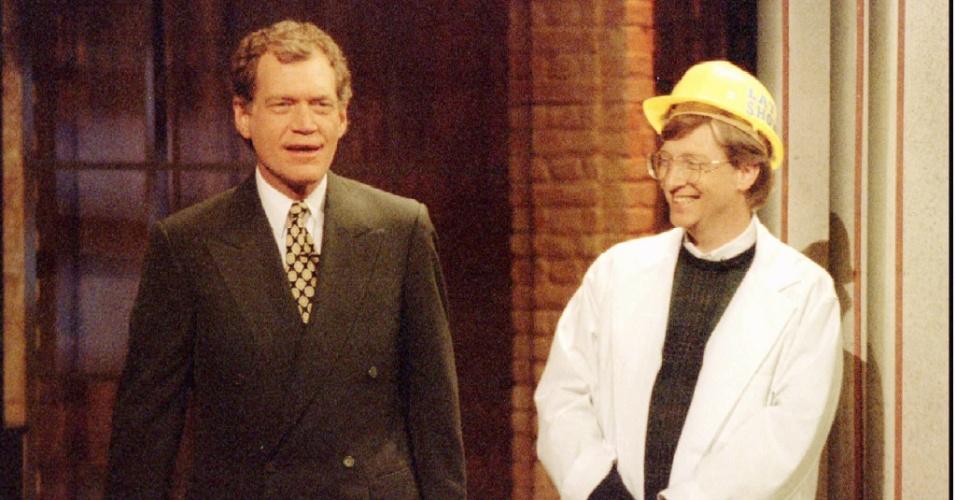 Bill Gates participa de um quizz com David Letterman em novembro de 1995. O dono da Microsoft divulgava no