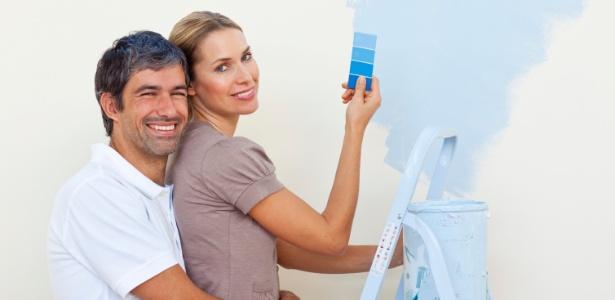 Teste a tinta em casa e observe o comportamento da cor durante o dia e à noite  - Getty Images