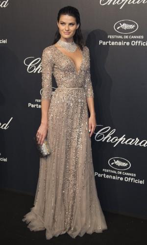 18.mai.2015 - A modelo e atriz brasileira Isabelli Fontana usou um vestido decotado na festa da Chopard Gold Party que aconteceu na noite desta segunda-feira (18) durante o sexto dia do 68º Festival de Cannes