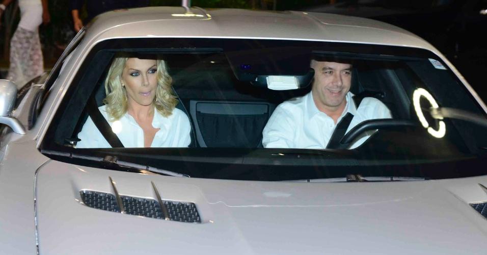 19.mai.2015 - Ana Hickmann chegou ao aniversário de Mc Gui acompanhada do marido, Alexandre. O cantor completou 17 anos nesta terça-feira e, para comemorar, organizou uma mega festa para 400 convidados na zona norte de São Paulo