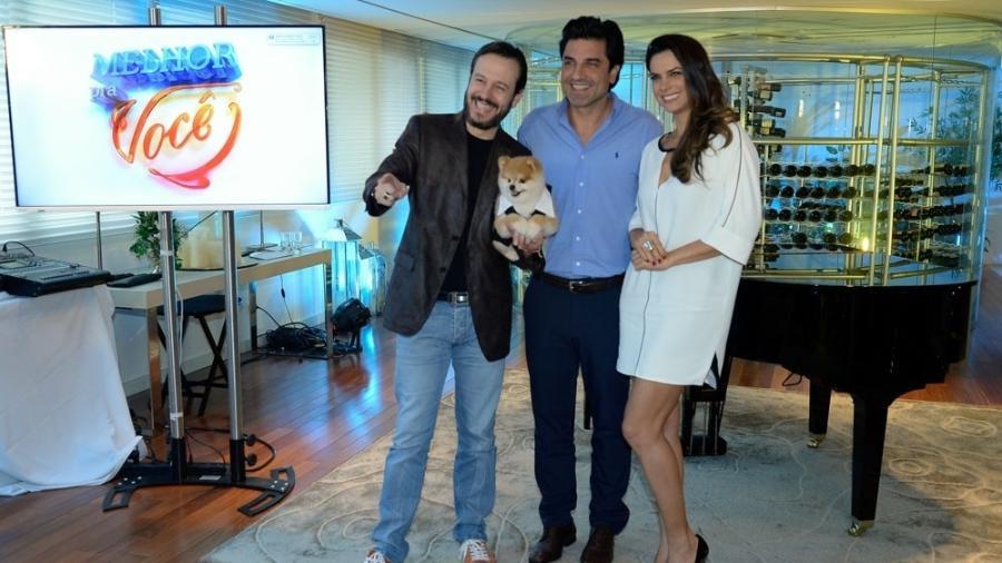 Celso Zucatelli, o cão Paçoca, Edu Guedes e Mariana Leão  - Francisco Cepeda/AgNews