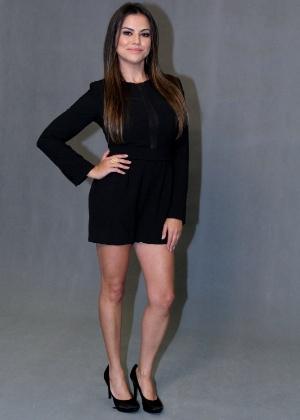 """19.mai.2015 - Laryssa Dias aposta em um vestido curto para ir à coletiva de """"Verdades Secretas"""""""