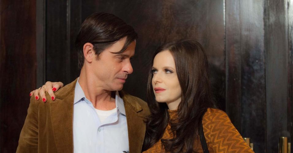"""Em """"Magnífica 70"""", Vicente (Marcos Winter) é um censor casado com Isabel (Maria Luisa Mendonça), filha de um general"""