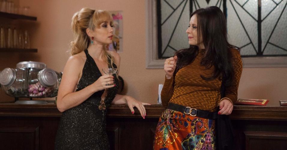 """Simone Spoladore vive Vera/Dora e Maria Luisa Mendonça é Isabel em """"Magnífica 70"""". Na trama, Isabel é casada com Vicente, mas ele fica fascinado por Dora ao vê-la em um filme da Boca do Lixo"""