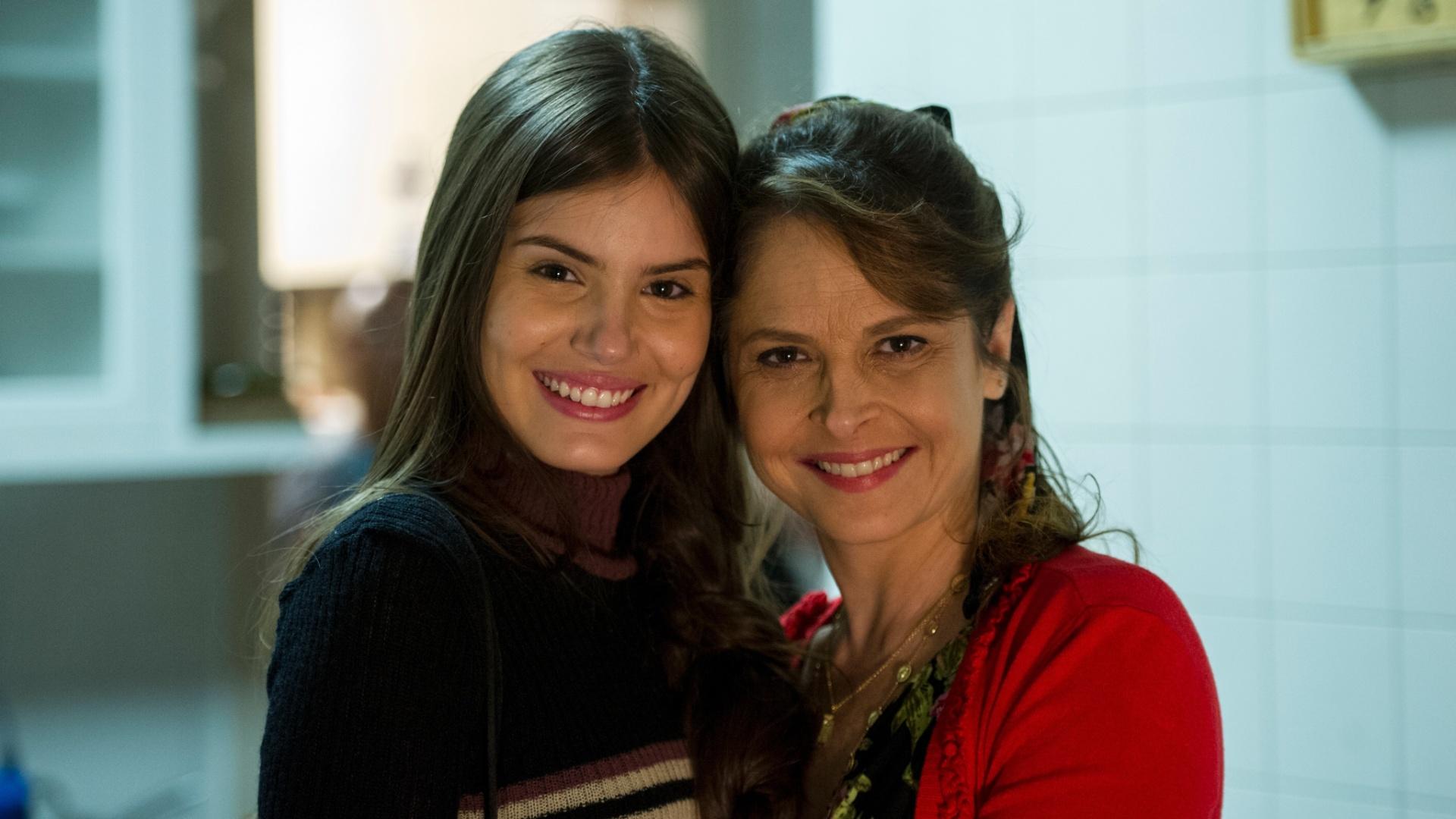 Arlete (Camila Queiroz ) e Carolina ( Drica Moraes) em