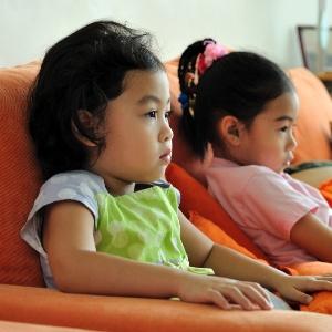 Período que a criança permanece em frente a aparelhos eletrônicos traz prejuízos - Getty Images