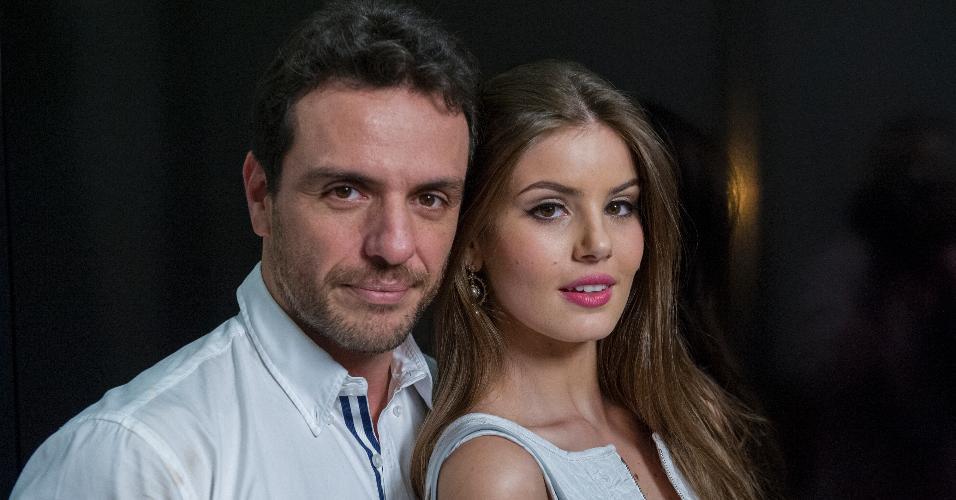 Rodrigo Lombardi e Camila Queiroz terão cenas quentes em