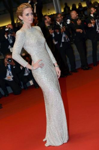 19.mai.2015 - A atriz britânica Emily Blunt, 32, posa para fotos no tapete vermelho após a divulgação do seu filme