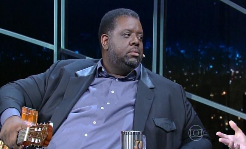 """20.mai.2015 - Péricles conversa com Jô Soares sobre seu novo trabalho solo """"Feito Para Durar"""", nesta quarta-feira"""