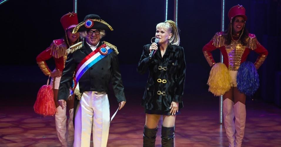 """20.mai.2015 - Xuxa Meneghel participa do espetáculo """"Chacrinha, O Musical"""" na noite desta quarta-feira, no Teatro Alfa, na zona sul de São Paulo"""