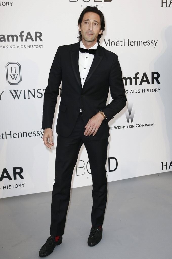 21.mai.2015 - O ator Adrien Brody comparece ao baile de gala da amfAR durante a 68ª edição do festival de Cannes