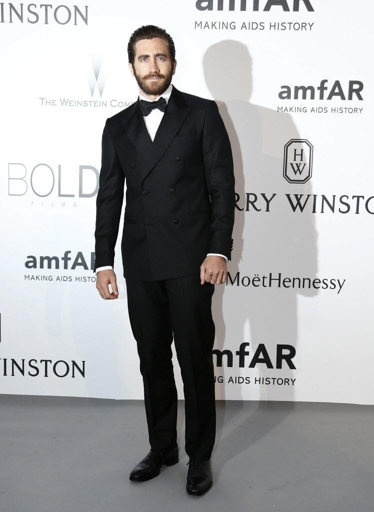 21.mai.2015 - O ator Jake Gyllenhaal comparece ao baile de gala da amfAR durante a 68ª edição do festival de Cannes