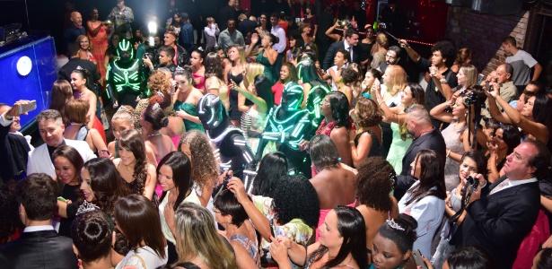 Baile do Projeto Fada Madrinha, que aconteceu, em abril, em uma boate de Búzios - Alexandre Fontenele / Divulgação