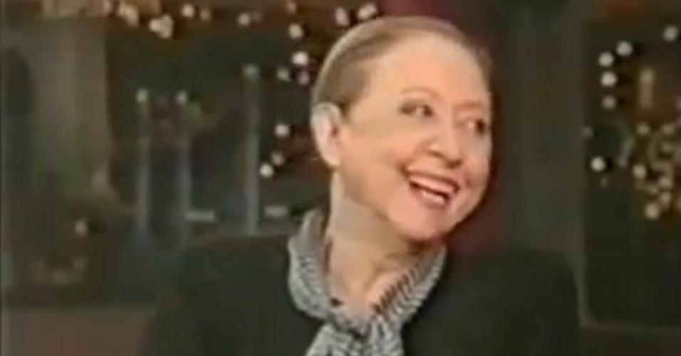 Fernanda Montenegro dá entrevista a David Letterman em 1999, ano em que concorreu ao Oscar de melhor atriz por sua atuação no filme