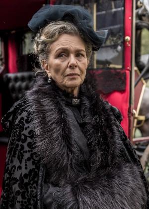 Irene Ravache como condessa