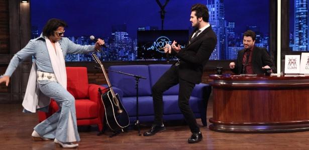 """Luan Santana canta com cover do Elvis Presley no """"The Noite"""", de Danilo Gentili"""