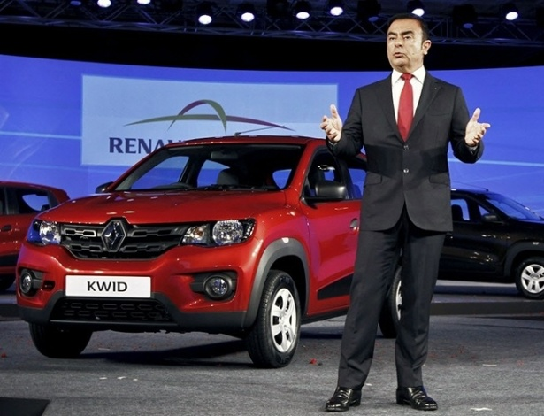Chefão do grupo, Carlos Ghosn, durante apresentação global do Kwid no Salão de Nova Déli 2015; carrinho nasceu na Índia tendo Brasil como destino certo - Stringer/Reuters