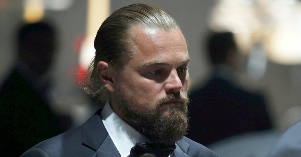 21.mai.2015 - Após curtir uma festa ao lado de  Irina Shayk na noite anterior, Leonardo DiCaprio compareceu ao baile de gala da amfAR durante a 68ª edição do festival de Cannes
