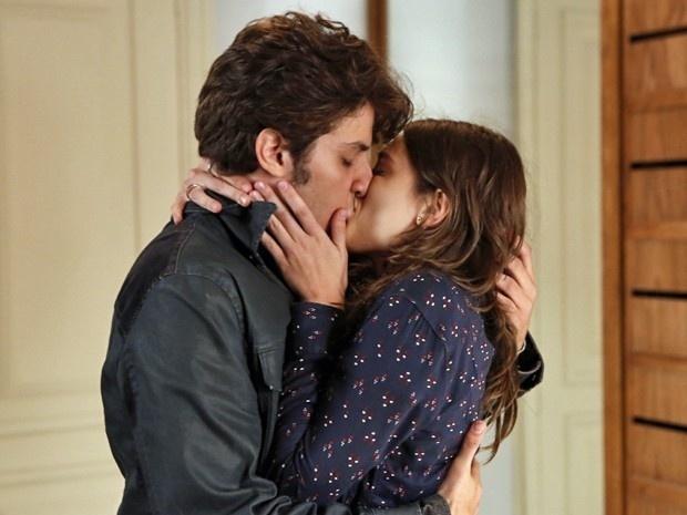 Após conversaram, Rafael e Laís decidem voltar a namorar
