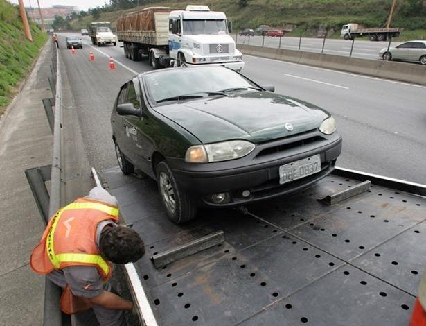 Conheça dicas para afastar problemas e não sofrer o risco de ter o carro guinchado - Carlos Murauskas/Folha Imagem