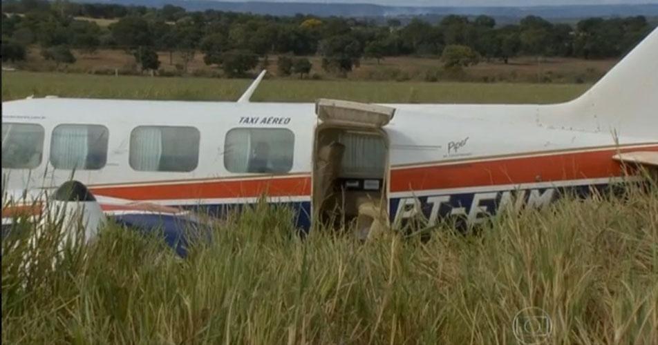 24.mai.2015 - Além do piloto e co-piloto, estavam no avião Luciano Huck, a mulher Angélica, os três filhos, e duas babás. Todos foram encaminhados para o hospital Santa Casa de Campo Grande, onde receberam atendimento no setor de ortopedia