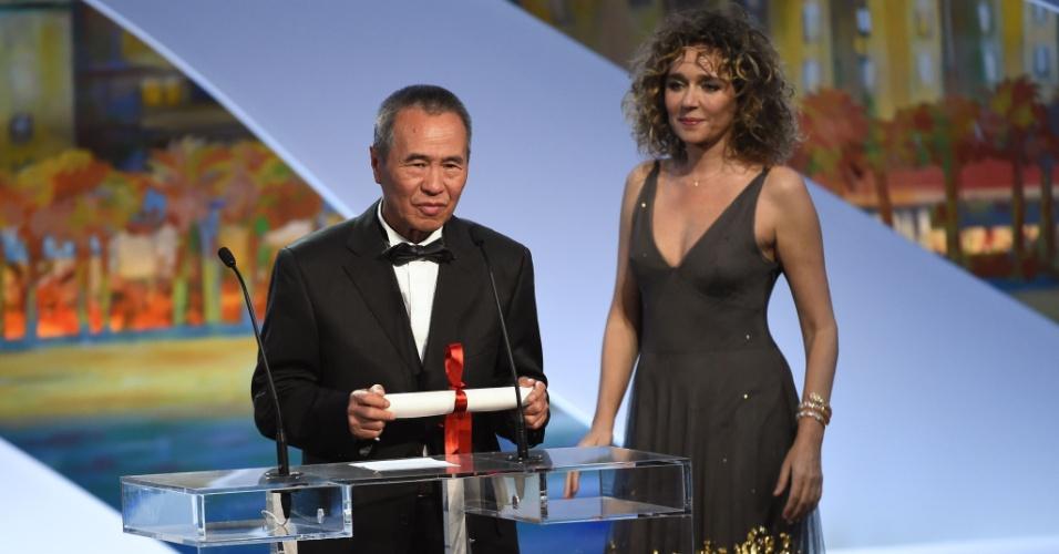 Hou Hsiao-Hsien, de Taiwan, recebe o prêmio de melhor diretor por