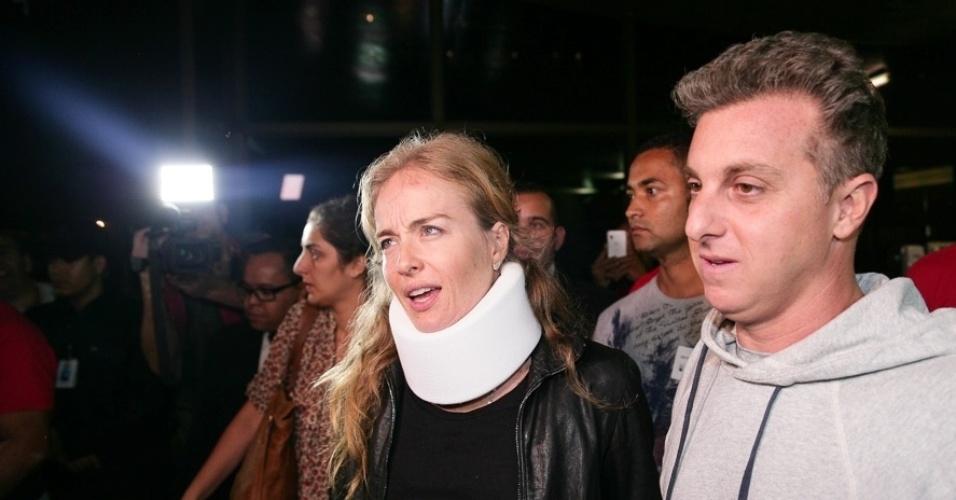 25.mai.2015 - Após acidente aéreo, Angélica e Luciano Huck deixam hospital em São Paulo e conversam com a imprensa
