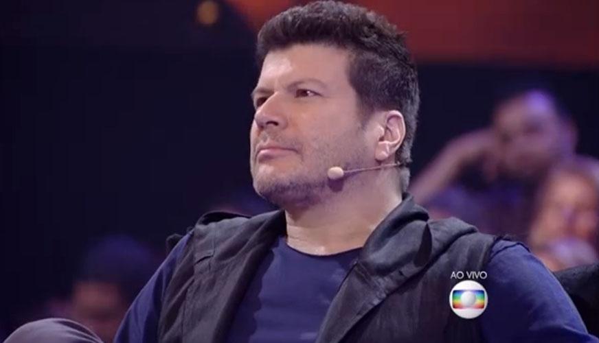 25.mai.2015 - Fernanda Lima provocou uma saia justa e chamou Paulo Ricardo de