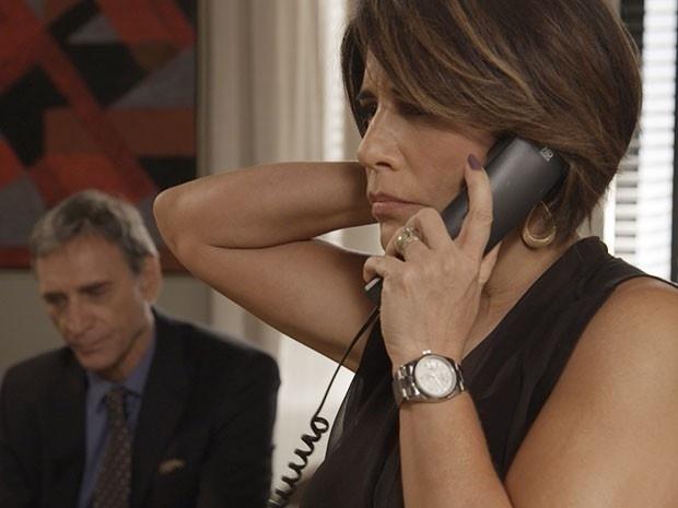 26.mai.2015 - Beatriz convida Aderbal para um encontro em sua casa