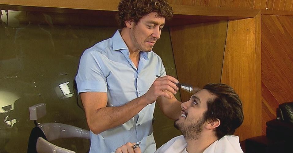 """No quadro """"Famoso Vira Anônimo"""" do programa """"Hora do Faro"""", da Record, Rodrigo e Luan se disfarçam e passam desapercebidos pelos fãs no metrô de São Paulo"""