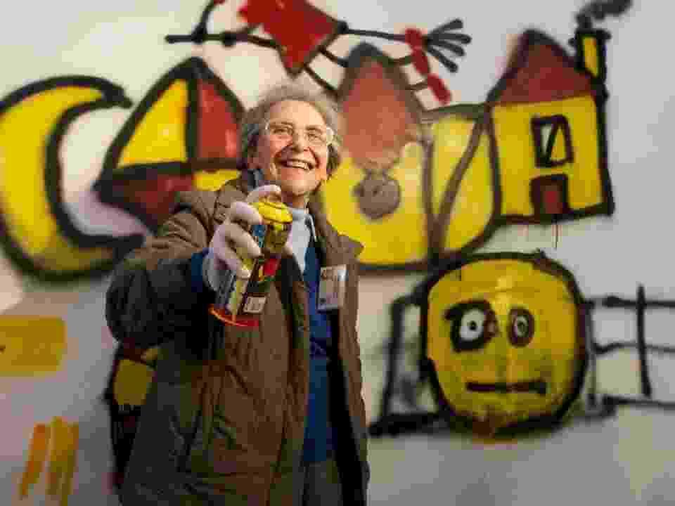 Foto de divulgação do projeto Lata65, que ensina grafite a idosos em Portugal - Rui Soares/Divulgação