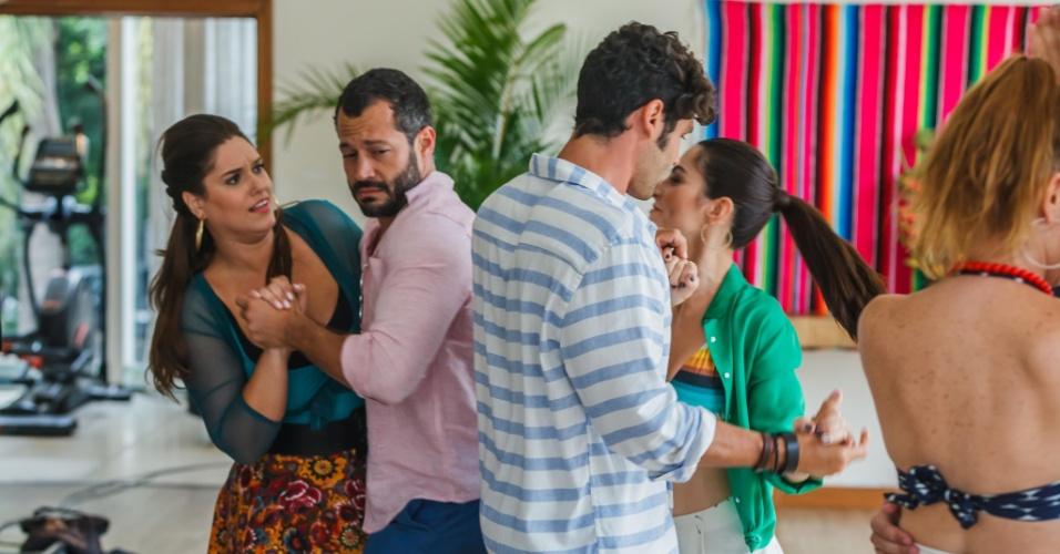 Malvino Salvador e Cleo Pires fazem graça durante uma aula de dança no filme
