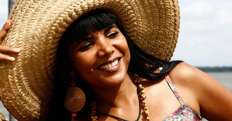 1º.jun.2015 - Gina Lobrista, que canta e vende CDs no Ver-o-Peso, em Belém (PA), leva o acoxadinho para além das fronteiras do Pará
