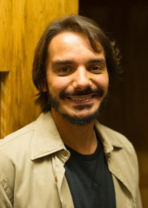 Joel (João Cunha): Noivo de Darlene (Bel Kutner). É professor de programação. Ensina Carolina (Drica Moraes) a lidar com computadores