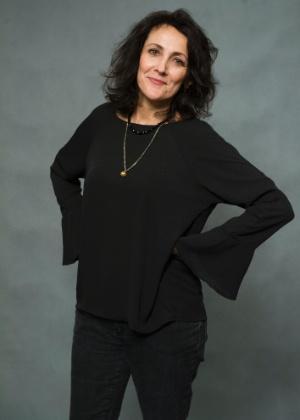 Divanilda (Ana Barroso) - Mãe de Larissa (Grazi Massafera). Apoia a filha. É rude, desagradável. Se faz de simpática perto de Fanny (Marieta Severo)