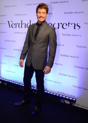 Leo (Christian Villegas): Modelo , bonito, tem carreira de sucesso. Topa qualquer tipo de trabalho. Se interessar por Giovanna (Ágatha Moreira)