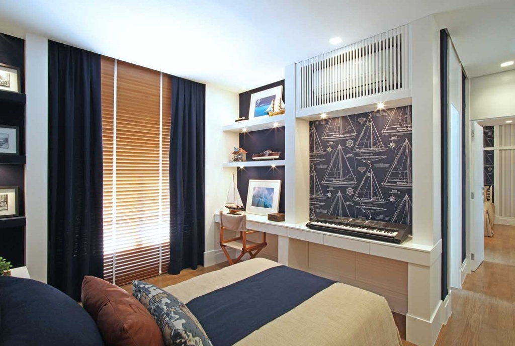 As arquitetas Andrea Teixeira e Fernanda Negrelli decoraram a suíte com 16 m² em tons de azul, bege e branco e segundo o tema
