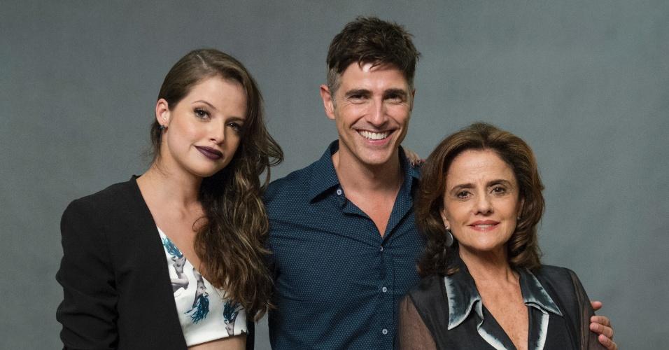 """6.jun.2015 - Camila Queiroz, Reynaldo Gianechinni e Marieta Severo estão no elenco de """"Verdades Secretas"""""""