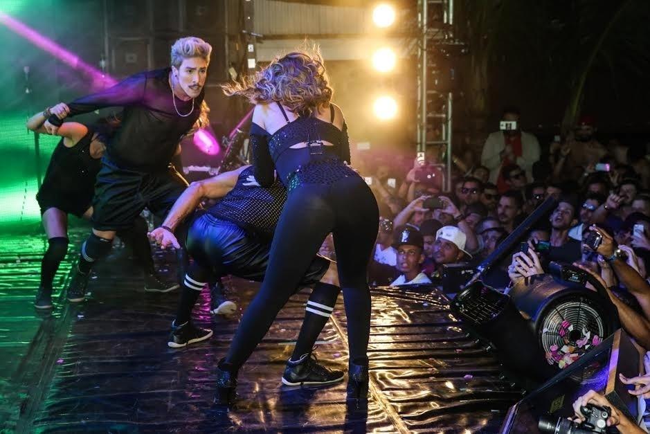 6.jun.2015 - Wanessa faz coreografia ao se apresentar na casa noturna The Week, em São Paulo