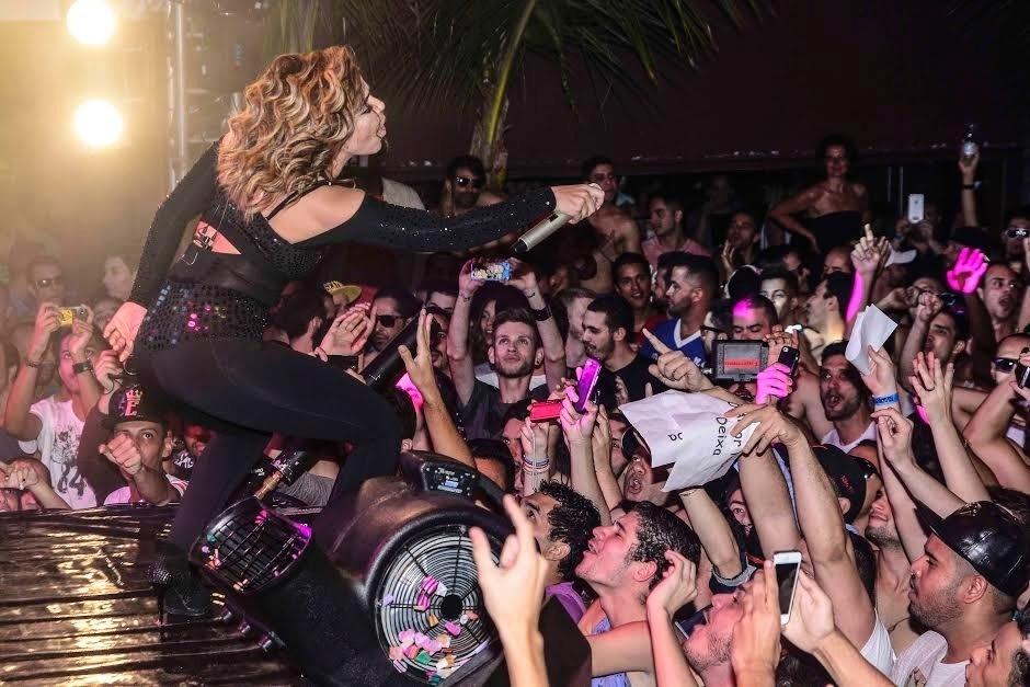 6.jun.2015 - Wanessa interage com a plateia durante show de sua turnê