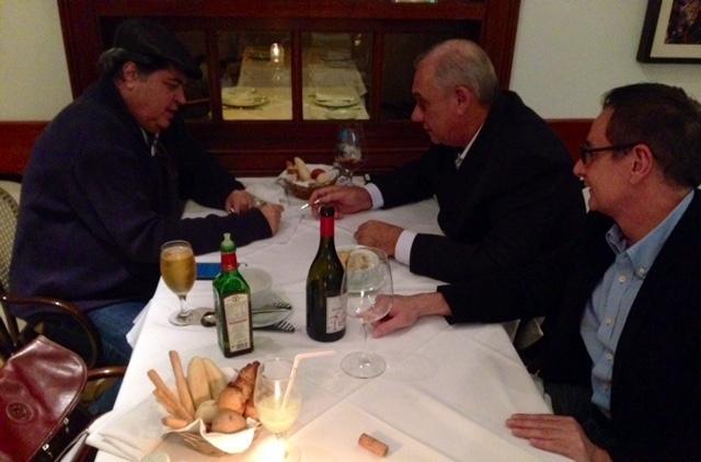 jun.2015 - José Luiz Datena e Marcelo Rezende se reúnem para conversar sobre novo programa