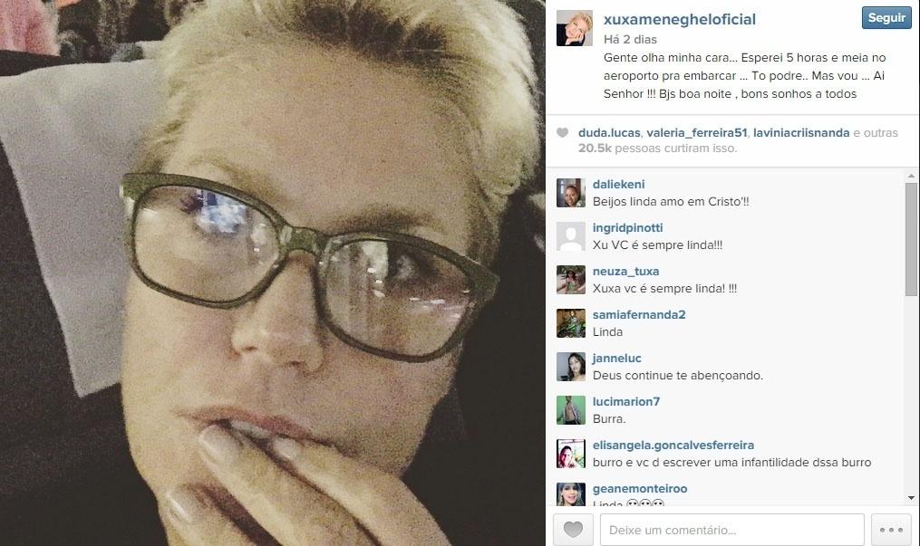 7.jun.2015 - Depois de mais de cinco horas de atraso no voo de volta dos EUA para o Brasil, Xuxa posta selfie: