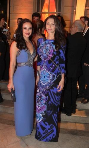 """8.jun.2015 - As atrizes Paolla Oliveira e Maria Fernanda Cândido comparecem ao """"Prêmio Contigo! de Televisão"""", que acontece na noite desta segunda-feira, no Copacabana Palace, Rio de Janeiro"""