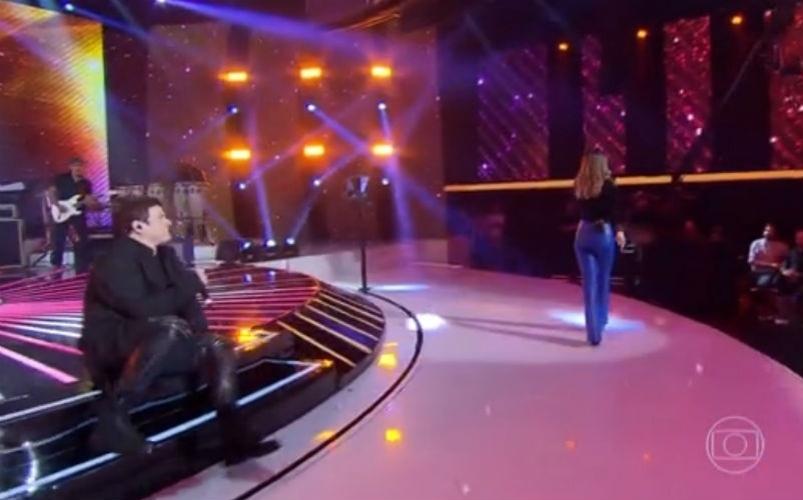 8.jun.2015 - Sandy e Paulo Ricardo cantaram juntos a música
