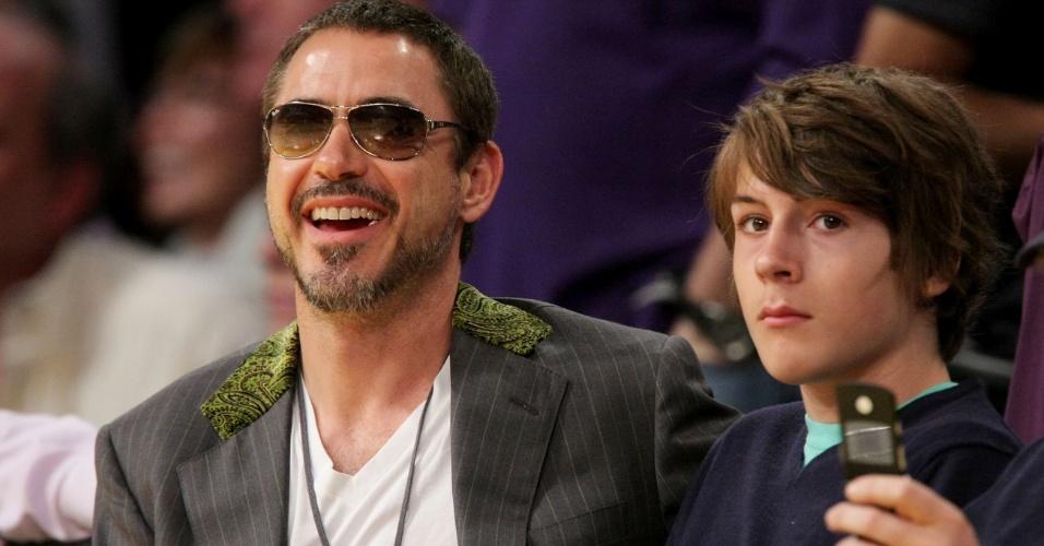 Indio Downey, filho do ator Robert Downey Jr., foi detido em 2014 em Los Angeles, nos Estados Unidos, por posse de cocaína.